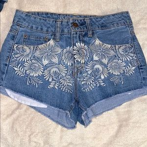 Jean shorts (Flower design on the front)